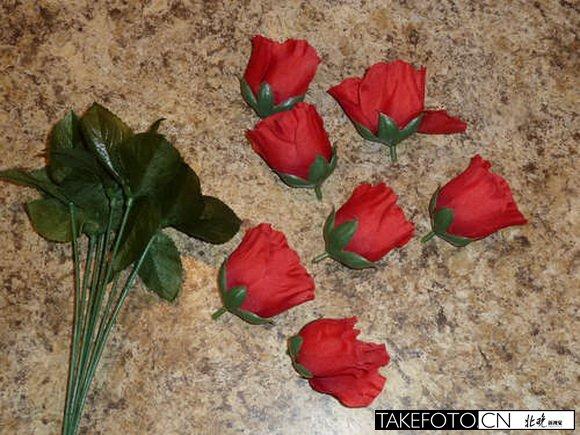 将所有的玫瑰花朵从花茎上拆下.