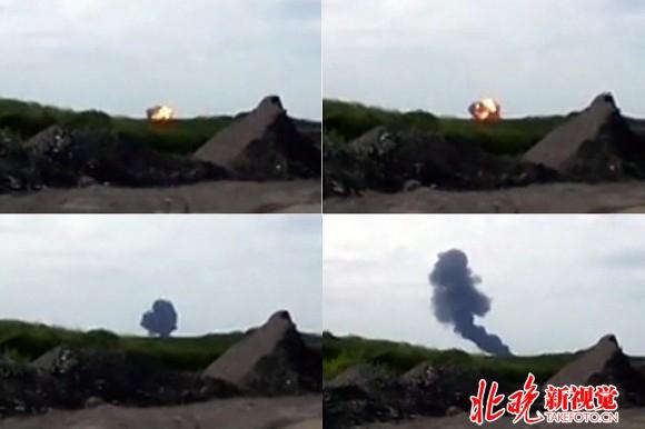 马航MH17客机被击落瞬间画面 我到达坠机地点时,看到的景象令人心碎。新华社报道员亚历山大叶尔莫琴科说。 马来西亚航空公司一架载有298人的客机莫斯科时间17日下午在靠近俄罗斯边界的乌克兰东部顿涅茨克州坠毁。 叶尔莫琴科说,现场随处可见烧毁的飞机残片和残缺不全的遇难者遗体,机上人员的证件、箱包、物品散落满地。救援人员在现场忙碌,民间武装人员负责维持现场秩序。 叶尔莫琴科说,飞机残骸不是集中分布,散落范围比较广。