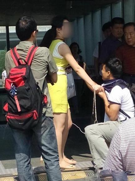 偷拍色图_北京七日:色男地铁偷拍女乘客 自家钥匙能开火车站大门