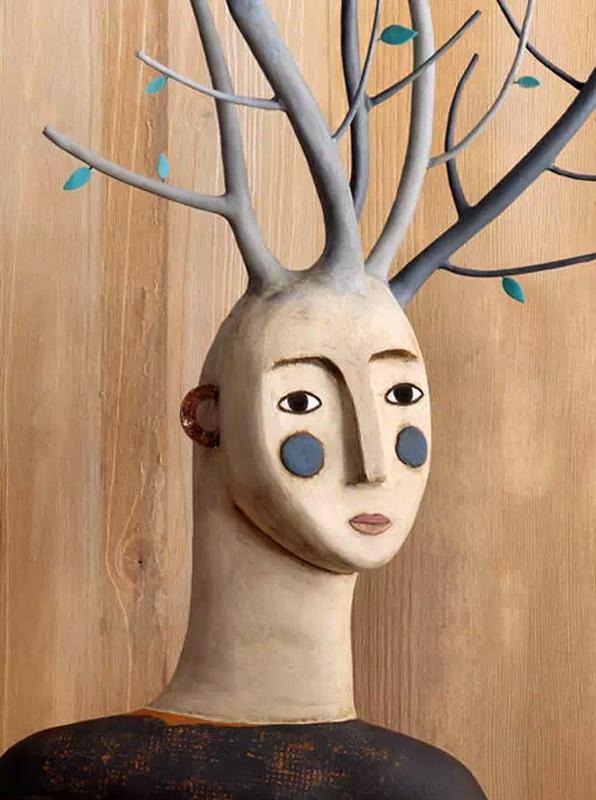 来自西班牙马德里的Irma Gruenholz是从事粘土画创作的艺术家,在大学里学习的是平面设计专业,她的作品温馨富有童趣,或充满梦幻色彩,或温馨明丽,细腻抒情。在取材上,她善于将粘土与不同材料结合,她将作品拍成高清度图片,用于图书、杂志、广告等项目。 Irma Gruenholz喜欢运用各种元素设计场景,材质选择上也是格外的丰富。用她的话就是:喜欢探索每个项目的可能性。她常常结合橡皮泥与各种材料,如纸张、金属、木材或各类可以找得到的材料,来制作风格迥异的人物形象。 在Irma Gruenholz手中,似