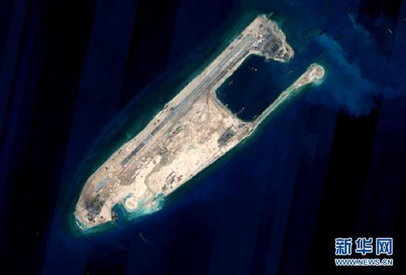 2015年6月16日讯,外交部发言人陆慷16日就中国南沙岛礁建设有关问题答记者问时说,中国在南沙群岛部分驻守岛礁上的建设将于近期完成陆域吹填工程。  经向有关部门了解,中国在南沙群岛部分驻守岛礁上的建设将于近期完成陆域吹填工程。这是完成陆域吹填工程后的永暑礁卫星图片。新华社发 有记者问,请介绍中国在南沙岛礁建设方面的近况及有关立场。 陆慷说,南沙岛礁建设是中国主权范围内的事,合法、合理、合情,不针对任何国家,不会对各国依据国际法在南海享有的航行和飞越自由造成任何影响,也不会对南海的海洋生态环境造成破坏,无