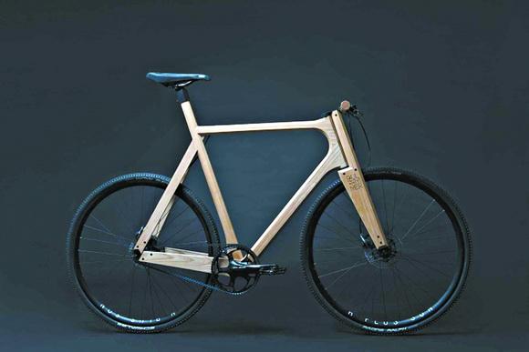 苏州小伙2000元自制木头自行车