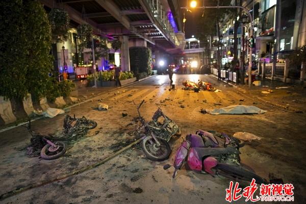 曼谷爆炸伤亡过百殃及中国游客 现场散落残肢断臂惨不