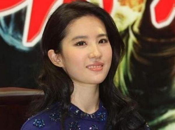 揭女星干爹秘闻 刘亦菲与干爹暧昧关系曝光