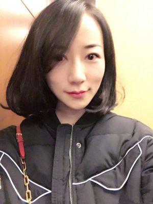韩雪晒短发造型最新自拍 网友泪奔:长发美女去哪儿了图片