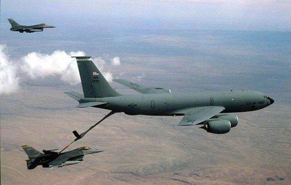 国姺f??f?_不顾自身安危,护送一架油料系统出问题的他国f-16战斗机返回基地,使