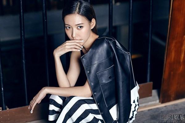 电视剧第九个�yi��aj:f�_2006年因在电视剧《与青春有关的日子》成功饰演了\