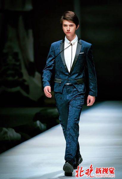 h2k张汉盛亮相国际时装周 混血王子初长成