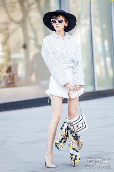 古力娜扎街拍大片,身穿知性衬衫配荷叶边的小短裙