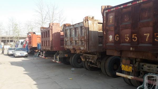 二手货车落灰长草新能源货车成主流