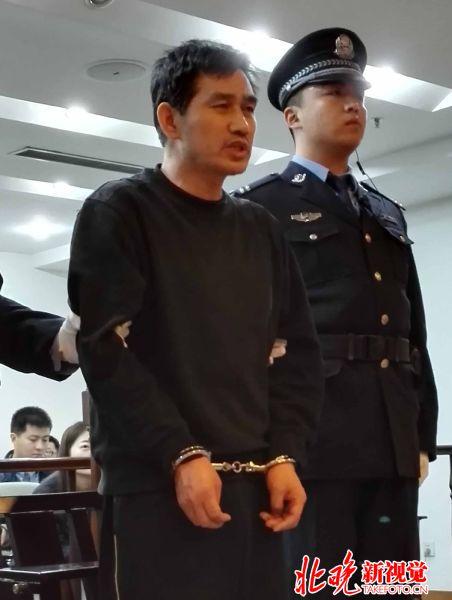 陈良涛被当庭判定重婚罪名成立,被判处有期徒刑1年10个月.