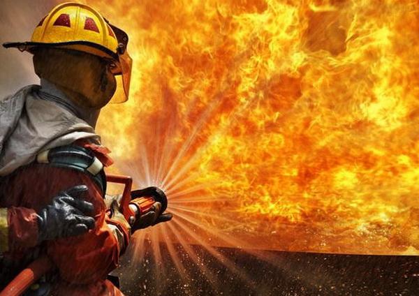 掩护战友撤退牺牲 英勇消防战士年仅26岁令人惋惜