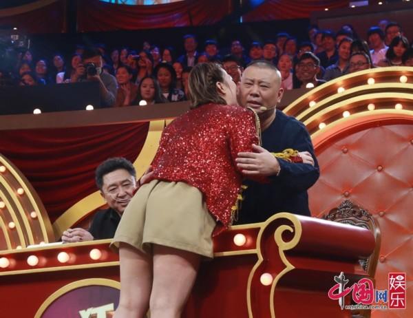 我被未来公公愹.�_《喜剧狂》节目中,一位女选手公开示爱郭麒麟,称郭德纲是\
