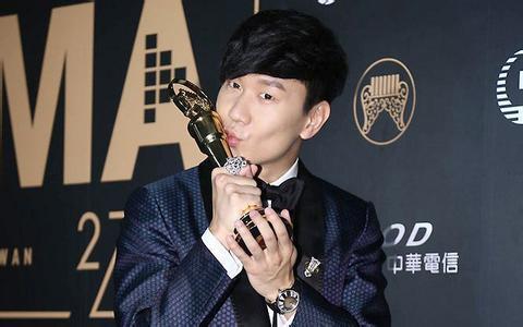 """第27届金曲奖颁奖典礼昨晚在台北""""小巨蛋""""举行,林俊杰凭借新专辑《和图片"""