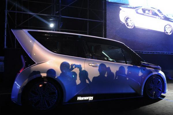 汉能发布全太阳能动力汽车 李河君自驾巡游全场高清图片