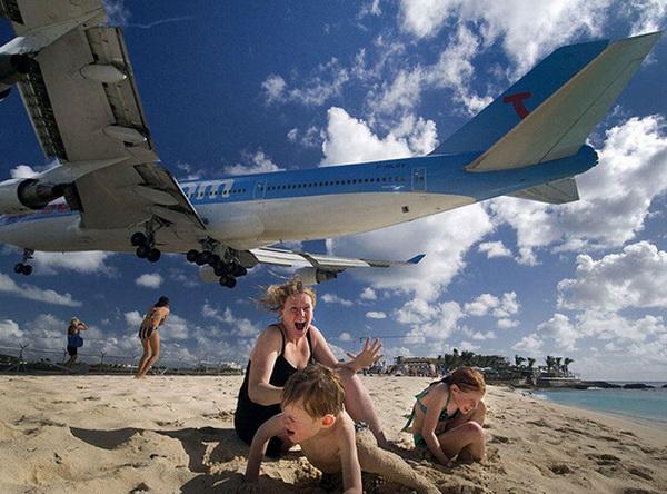 跑道末端观看飞机起飞降落