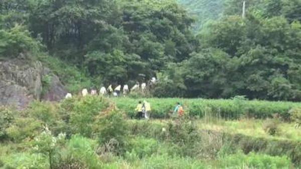 63名驴友困海岛 南海救助局出动直升飞机助驴友脱险