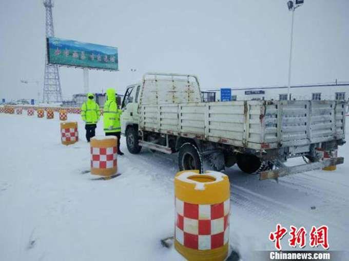新疆现暴雪天气 大雪持续近30个小时厚度达13厘米