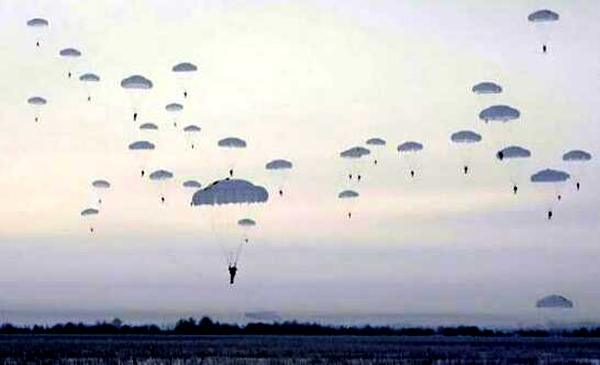 俄空降兵跳伞身亡 网友:愿这样的事情再也不要出现