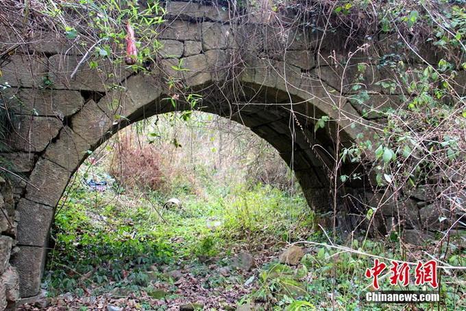 大庆坪乡夫江仔村古老的石拱桥.永州市零陵区供图