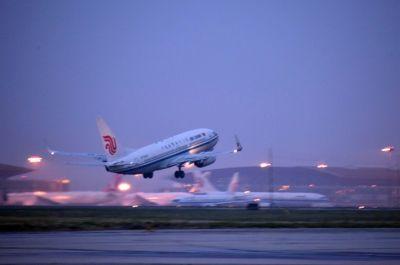 北京一航班起飞后发动机起火 空管指挥65架飞机避让