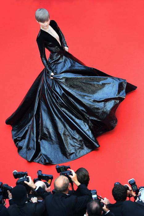 戛纳电影节迎70周年李宇春亮相将确认开幕式红毯一个男的有五个电影是什么姐姐图片