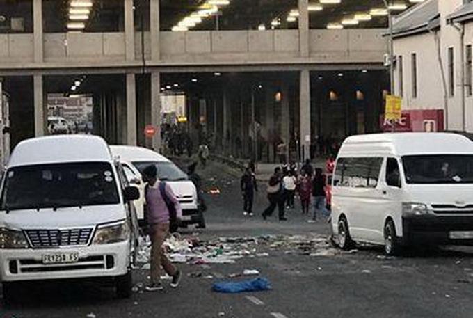南非大规模骚乱 包括kfc在内多家当地连锁店遭到打砸抢