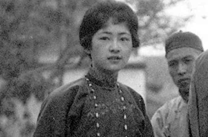 再后来,看到坊间有徐志摩与林徽因,陆小曼,凌叔华的情感周旋,甚至有图片
