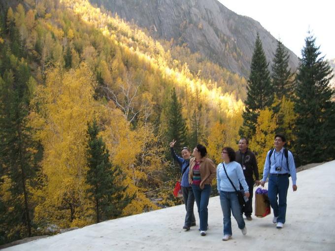 新疆可可托海国家地质公园位于新疆北部阿勒泰地区富蕴县,景区内额尔