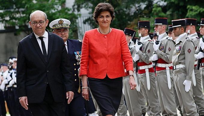 法国国防部长辞职 上任仅只有一个月