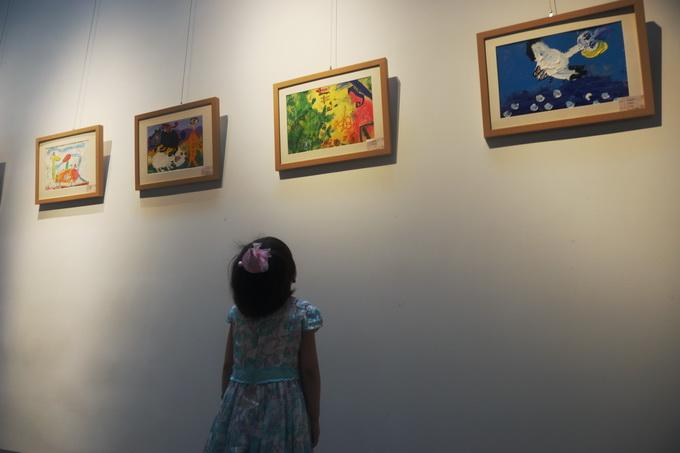 """""""寻找小梵高""""国际儿童画展绽放国中美术馆 汇聚红黄蓝图片"""
