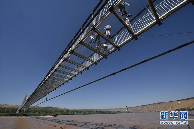 黄河3d玻璃桥 别腿软!桥面距河面垂直高度为10米