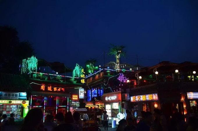 """北京后海酒吧在查""""歌手职业资格证"""",如果没有这个证件就被禁止唱歌."""