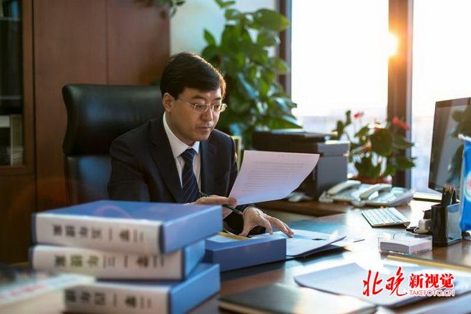 中国百佳CEO榜单发布 榜首为何是潘刚? | 北