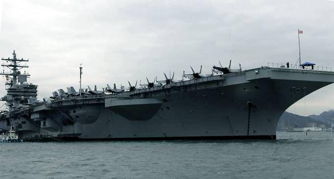 """这架飞机正飞往""""罗纳德·里根""""号航母,目前该航母正在菲律宾附近海域."""