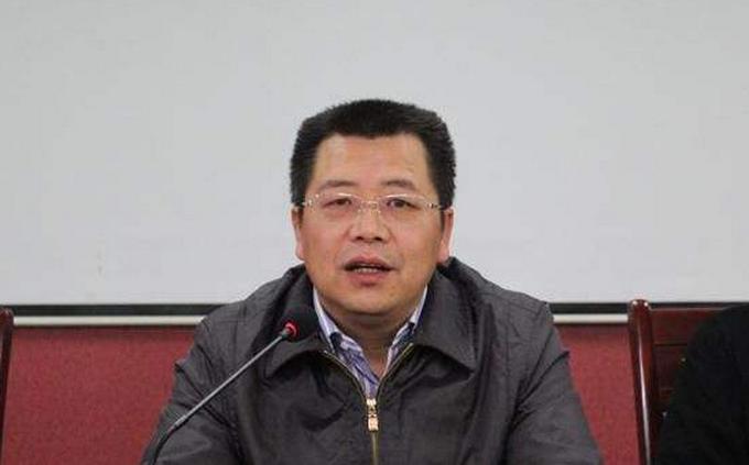 艺人陈乔恩在台北酒银行工作人员