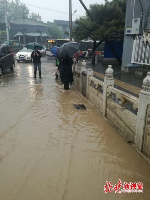 皇家彩票网官方网站:北京10万人应战今春首场强降雨_怀柔一小时清理道路塌方