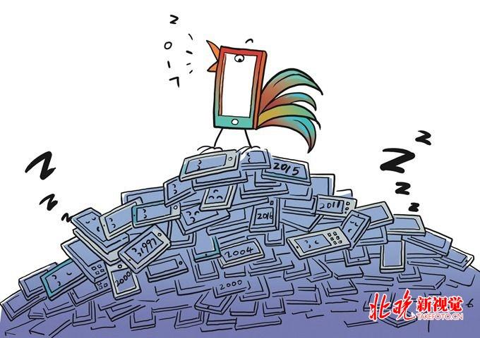对于很多消费者来说,旧手机能卖出多少钱并不是最重要的事情,能不能安全地卖掉才是最重要的。根据北京市发改委的公告,2017年市发改委会同市城市管理委、市商务委、市经信委启动本市废弃电器电子产品新型回收利用体系试点建设,并面向社会征集废弃电子产品回收试点,本次公布的13家试点就是其中具有一定代表性的企业。 对于13家试点企业,记者逐一联络查询,其中有一些并无手机回收业务。比如格力电器门店,只有旧空调的回收以旧换新业务,并不涉及手机。朝阳区劲松街道的绿馨小屋,以处理废旧衣物、报纸等为主,也没有回收电子产品的业
