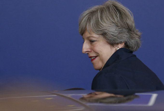 英国拟成立战时内阁 准备加入打击叙利亚政府