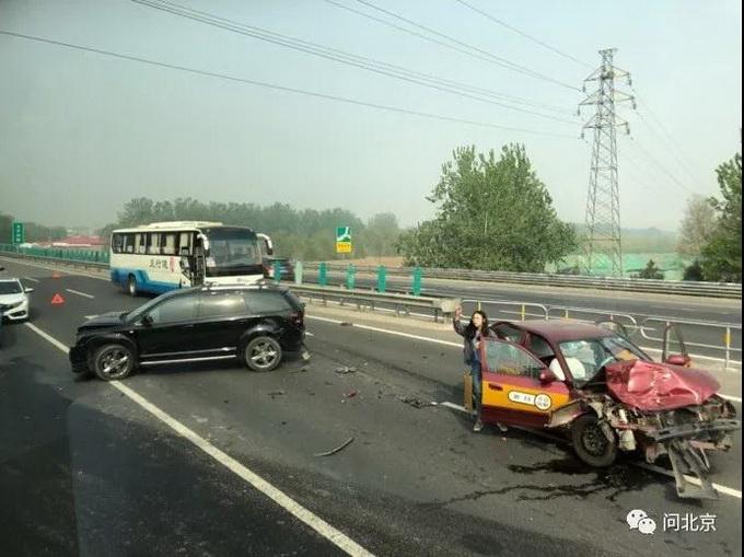 突发!京平高速发生多车相撞事故,后车严重拥堵