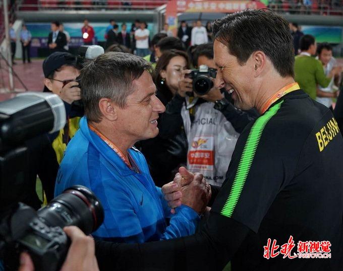 平安彩票会员登录:北京国安2比2战平富力,裁判和观众席都亮了!