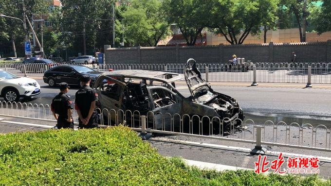 最好用的时时彩软件app:北京东大桥路一汽车自燃:3名乘客迅速逃离_起火原因未明
