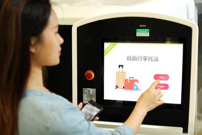 乘坐南航国际航班的旅客,同样可以体验更为便捷的自助办理值机,自助