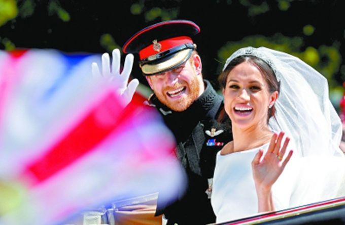 皇家彩票网投信誉平台:英国哈里王子成婚_10万人涌入温莎小镇见证盛大庆典