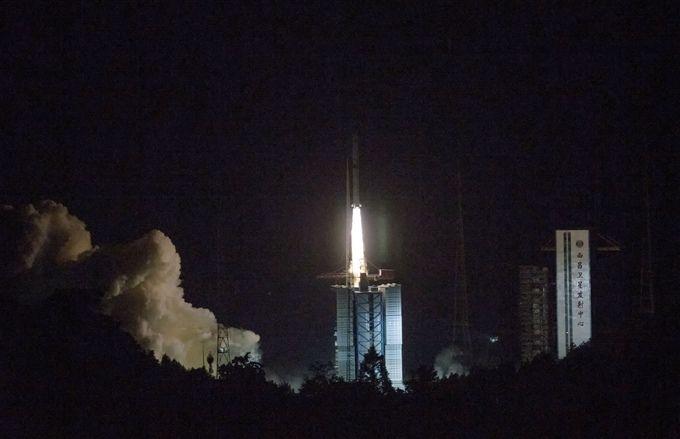 """怎么玩北京赛车:嫦娥四号中继星将搭地月""""鹊桥""""_运行于地月拉格朗日L2点"""
