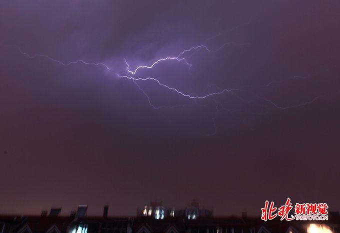 北京公布雷电黄色预警信号 局地伴有冰雹和短时微风