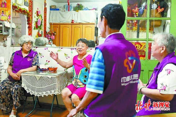 """买彩票的正规网站:北京东四八条社区有个""""暖心帮帮团""""_持续四年入户帮扶关怀老人"""