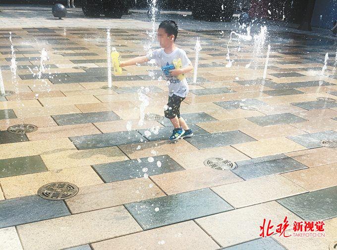 广场露天喷泉暗藏危险 十