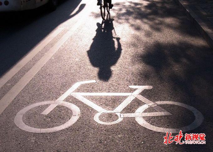 """e乐彩官方投注平台:骑车""""热""""却又骑行难?别让绿色出行夹缝求生"""