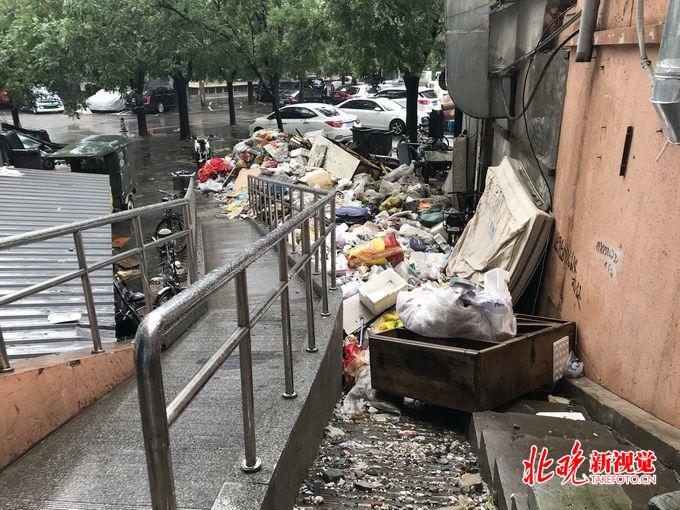美国急速赛车彩票:北京丰台玉林里小区内建筑垃圾成堆_脏乱又危险成居民一块心病
